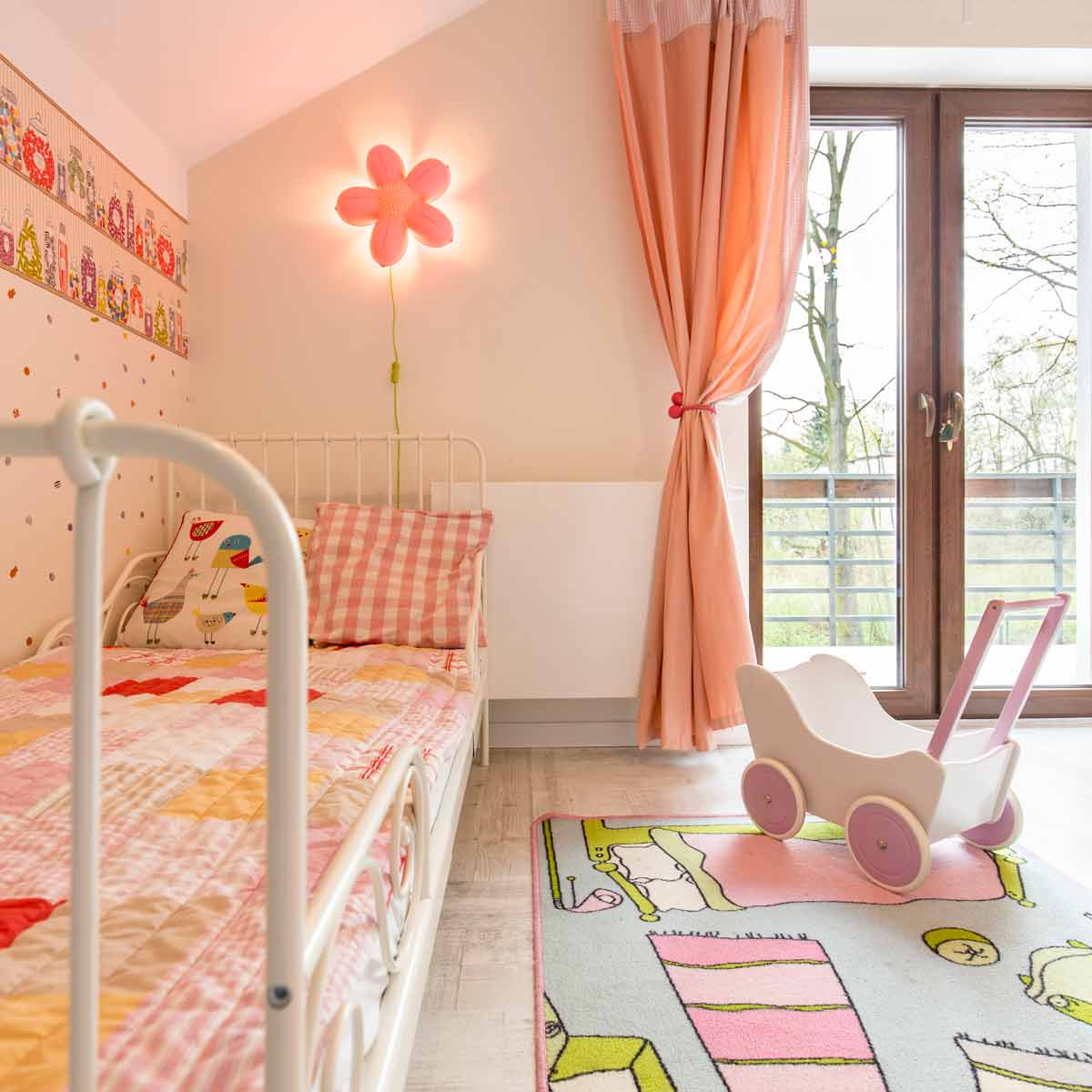 Пердета за детска стая на момиче